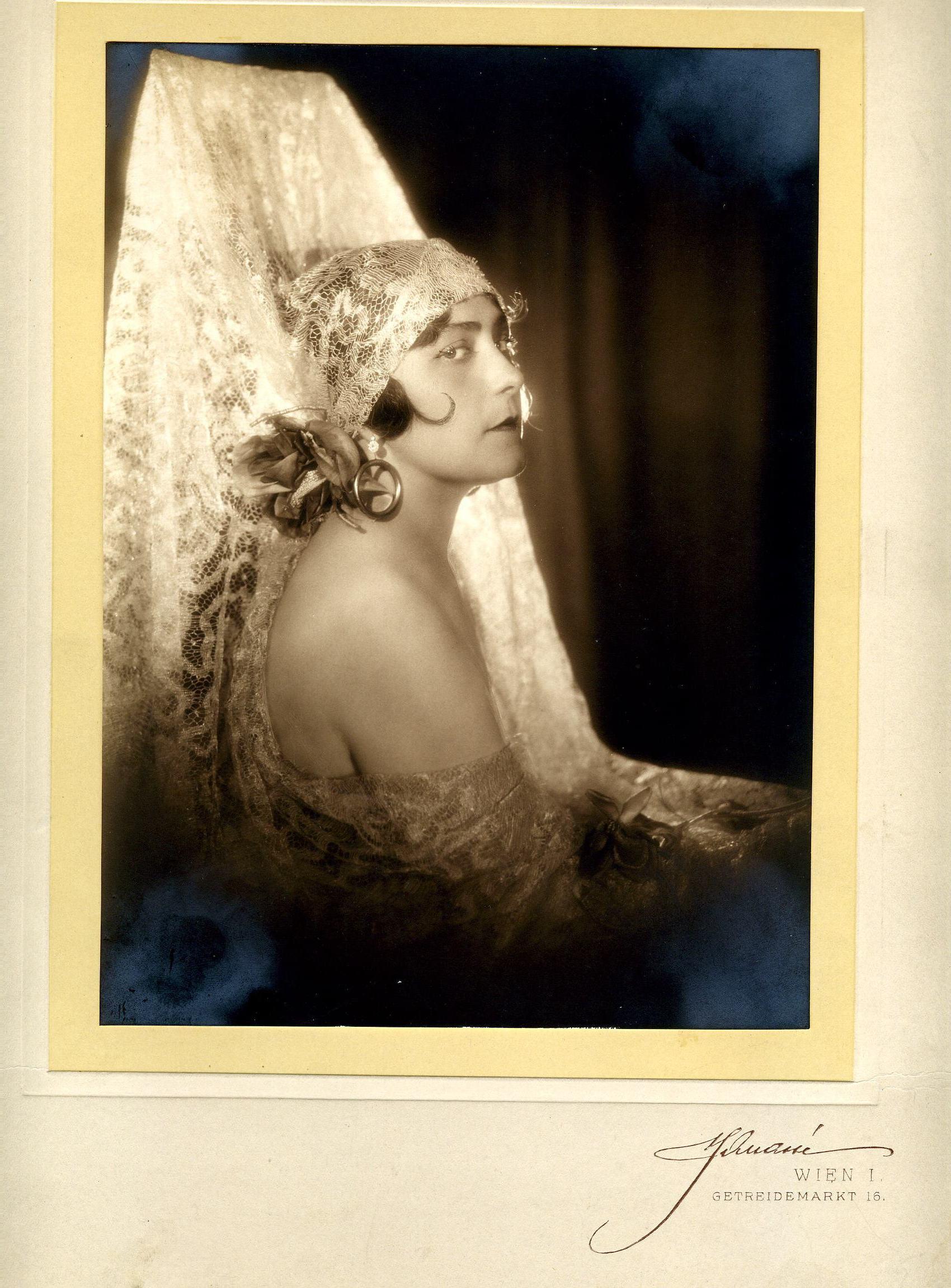 Olga Bauer-Pilecka in der Figur der Mercédès in der Oper Carmen.